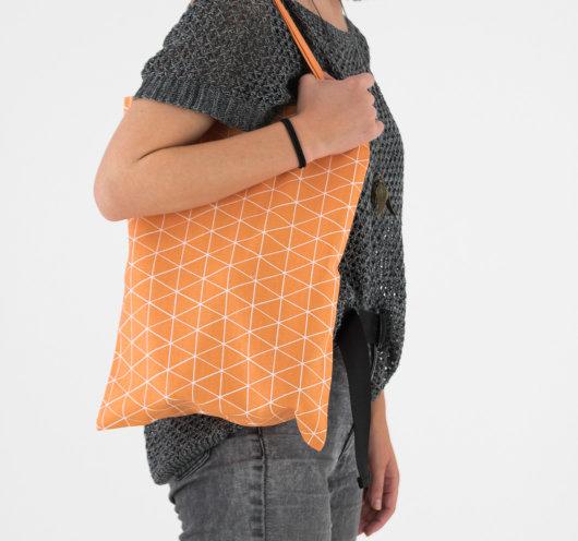 Stylish vrećica narančaste boje s dezenom trokutića