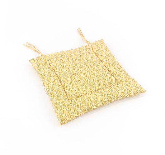 Žuti jastuk za sjedenje s dezenom trokuta