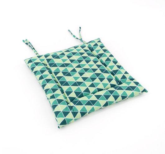 Zeleni jastuk s trokutastim uzorkom za vanjske sjedalice