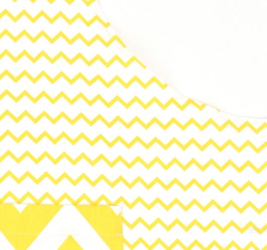 Žuto-bijela pregača, uskog cik-cak dezena.