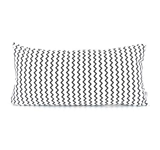 Ukrasni jastuk sa crno-bijelim cik-cak i pepita dezenom.