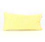 Ukrasna jastučnica sa žutim cik-cak i pepita dezenom.