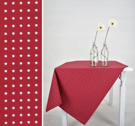 Crveni stolnjak na zvijezdice.